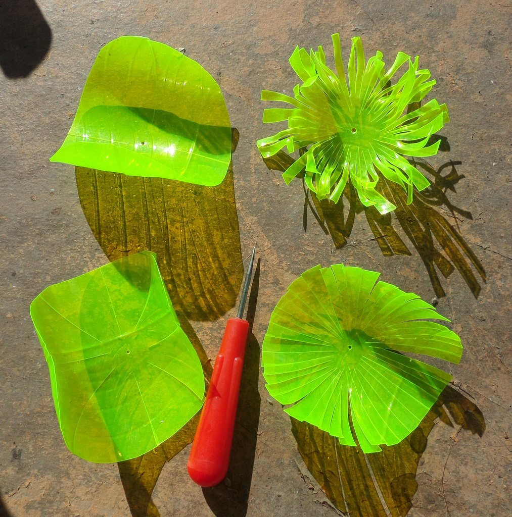 Хризантема из пластиковых бутылок